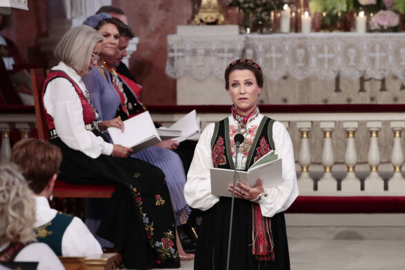 TANTE: Prinsesse Märtha Louise var blant dem som talte for konfirmanten. Foto: Lise Åserud / NTB Scanpix