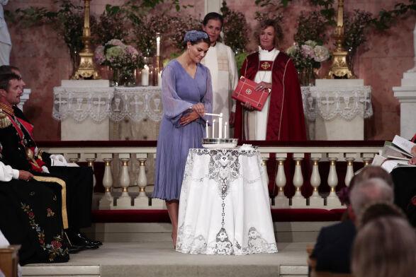 TENTE LYS: Kronprinsesse Victoria av Sverige er en av prinsessens faddere. Foto: Lise Åserud / NTB Scanpix