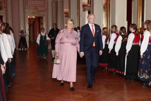 SELVSKREVEN GJEST: Statsminister Erna Solberg og hennes ektemann Sindre Finnes. Foto: Lise Åserud / NTB Scanpix