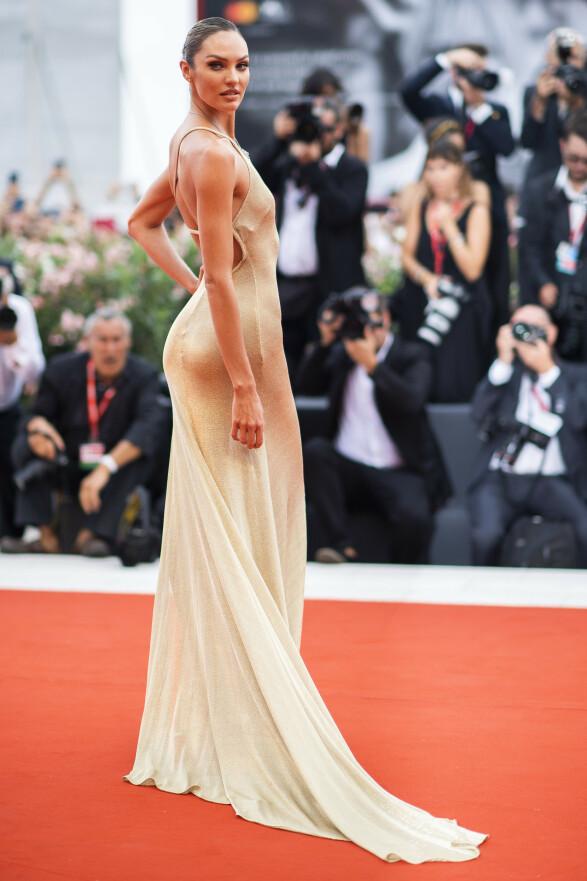 CANDICE SWANEPOEL: Modellen valgte en spesialsydd Etro-kjole. Foto: NTB Scanpix