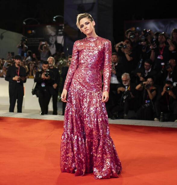 KRISTEN STEWART: Iført Chanel poserte skuespilleren på den røde løperen. Foto: NTB Scanpix