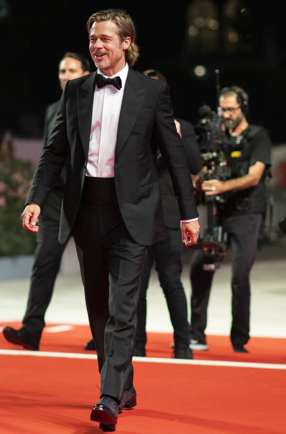 BRAD PITT: Kinoaktuelle Brad Pitt i smoking på vei til «Ad Astra»-premieren. Foto: NTB scanpix
