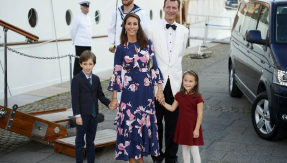 FLYTTET: Her er familien på fire samlet. Nå er de på plass i Frankrike. Foto: NTB Scanpix
