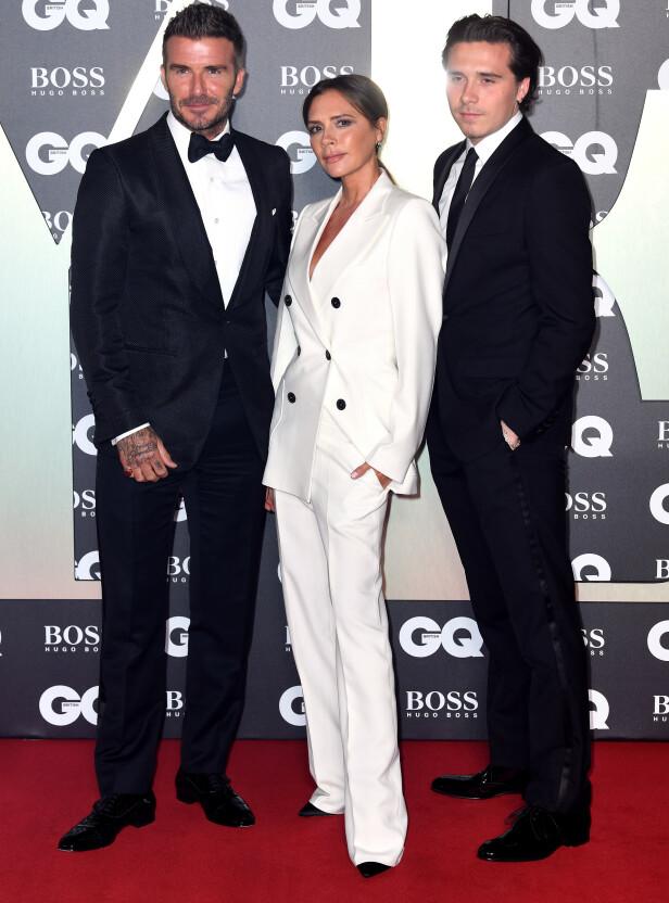 <strong>TRIO:</strong> Beckham-familien poserte velvillig foran fotografene under tirsdagens prisutdeling. Foto: NTB Scanpix