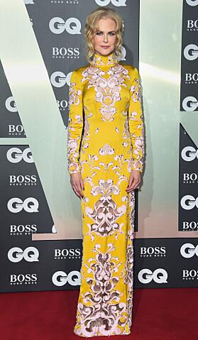 <strong>NICOLE KIDMAN:</strong> Hollywood-stjernen stjal showet i en gul mønstrete kjole fra Ralph &amp; Russo. Foto: NTB Scanpix