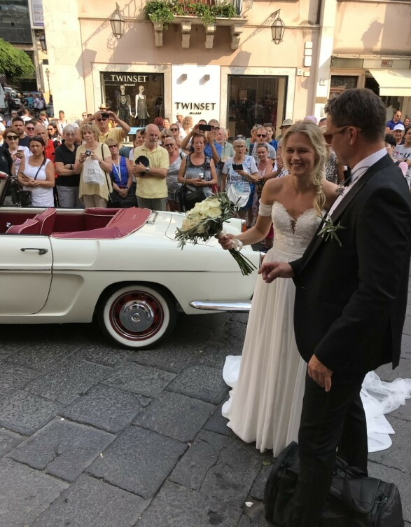 <strong>LYKKELIG:</strong> Karoline Hegbom har giftet seg med Aksel Hennie. Foto: Se og Hør