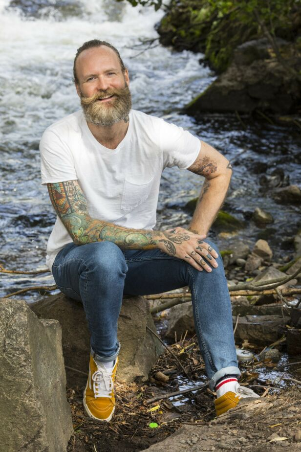 UTFORSKER MASKULINITET: Adam Schjølberg ga nylig ut boka «Mannual». Foto: Morten Eik / Se og Hør