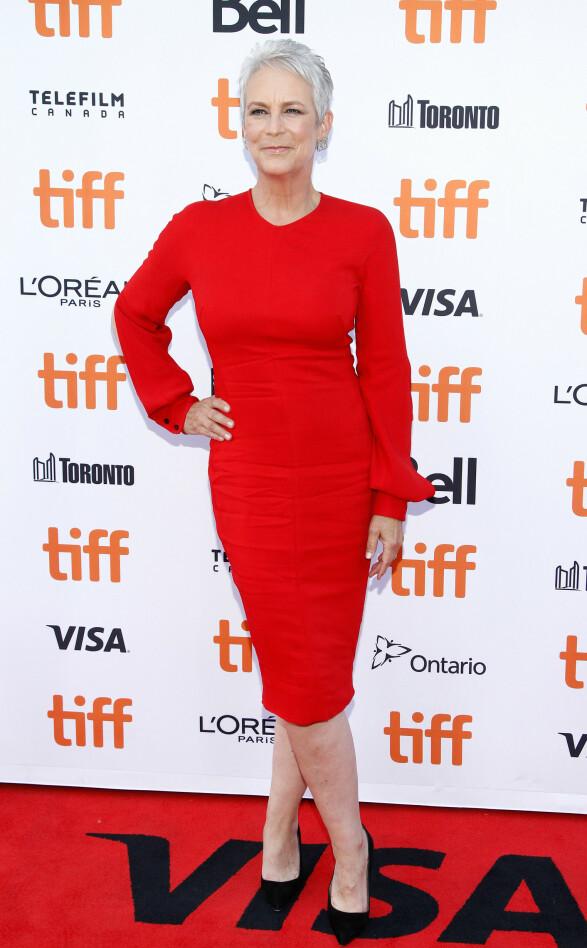 JAMIE LEE CURTIS: Viste seg i en rød kjole designet av Victoria Beckham. Foto: NTB Scanpix