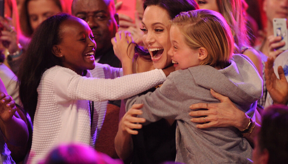 KIDS CHOICE AWARDS: Angelina Jolie sammen med barna Zahara og Shiloh. Foto: NTB Scanpix