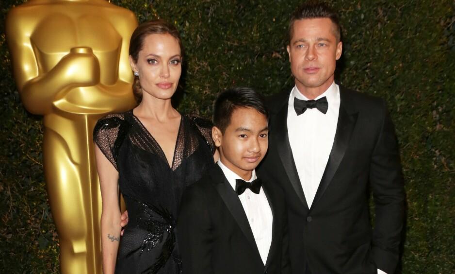 ØNSKER FLERE BARN: Angelina Jolie har seks barn med eksmannen Brad Pitt fra tidligere. Nå skal hun ønske seg å bli mor på ny, etter at sønnen Maddox (midten) flyttet utenlands for å studere. Her er de tre avbildet i 2013. Foto: NTB Scanpix