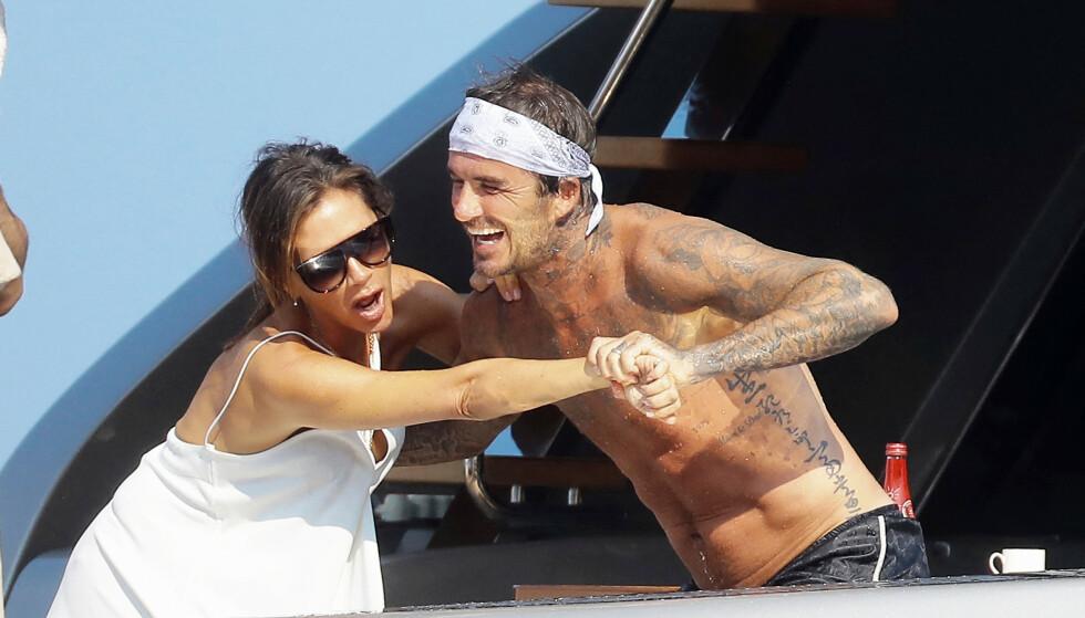 <strong>ERTEKROK:</strong> David Beckham ertet kona på Instagram for at hun valgte en kritthvit kjole på båtturen, og «truet»med å lempe henne over bord. Foto: NTB Scanpix