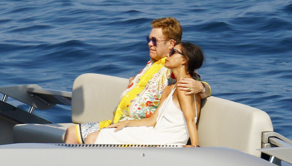 <strong>SLAPPET AV SAMMEN:</strong>Mens David og ungene lekte seg, slappet Victoria og Elton av i solen. Foto: NTB Scanpix