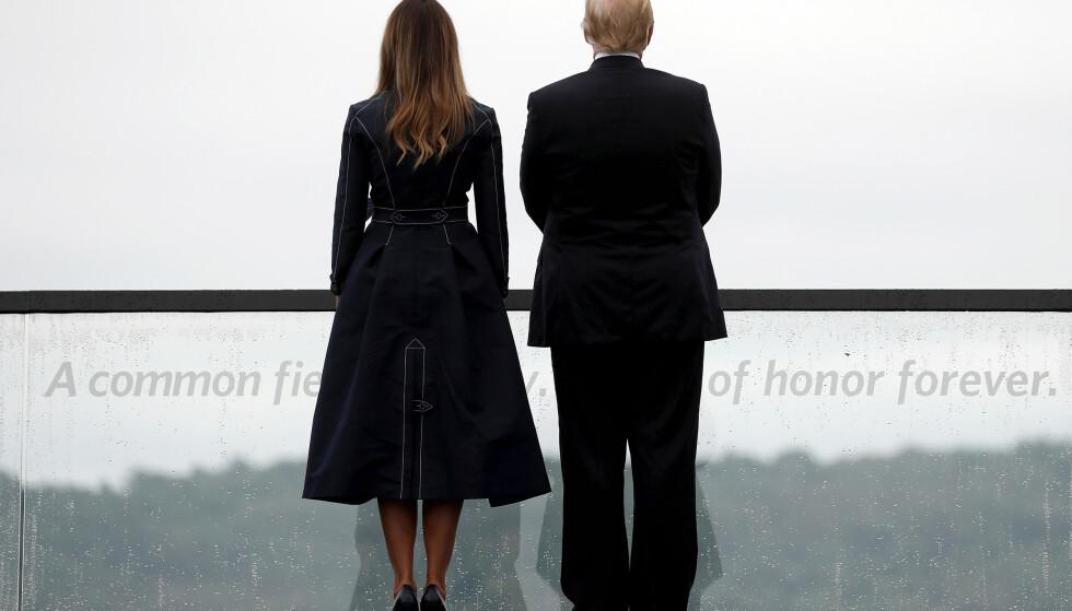 DETALJEN: Onsdag markerte det amerikanske presidentparet at det var 18 år siden nærmere 3000 mennesker mistet livet i terrorangrepene mot USA. Én detalj ved presidentens hilsen vekker imidlertid oppsikt. Foto: NTB scanpix