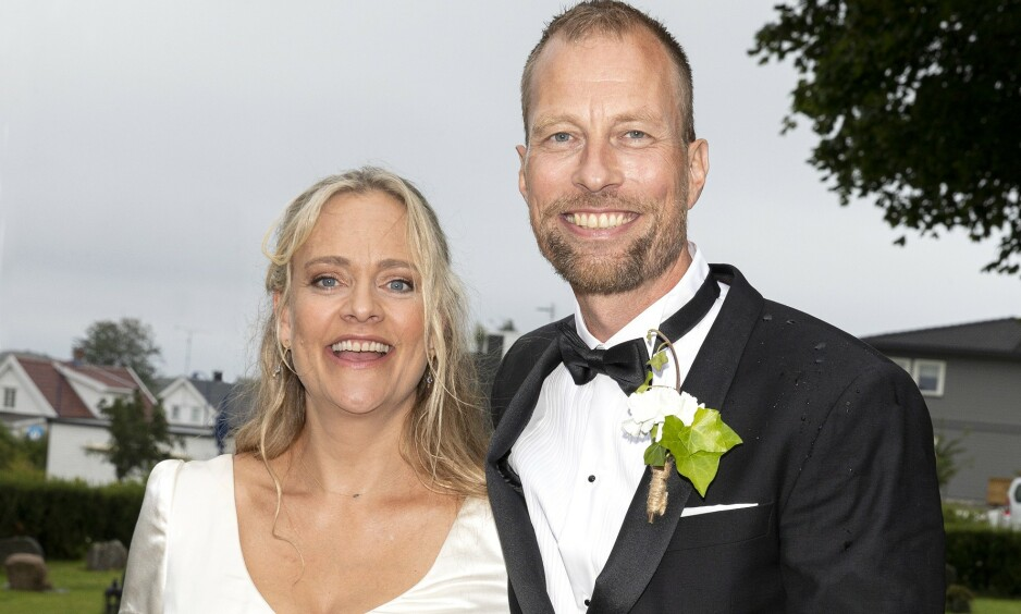 GIFTET SEG: Komiker Henriette Steenstrup ga sitt ja til Rune Assmann i august. Nå letter hun på sløret om feiringen. Foto: Andreas Fadum/Se og Hør