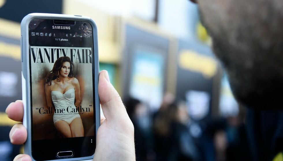 FORSIDEPIKE: Caitlyn Jenner fikk mye oppmerksomhet for Vanity Fair-forsida. I månedene etter fikk hun også mye oppmerksom het for andre ting, som sin egen selvbiografi. Foto: NTB Scanpix