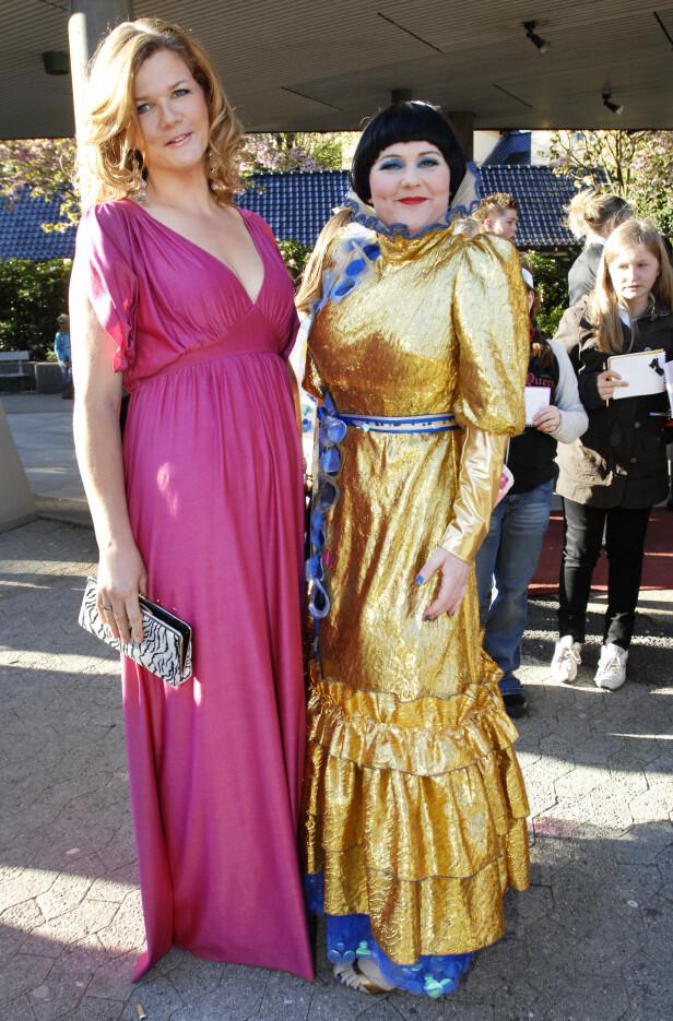 <strong>LANGT VENNSKAP:</strong> Anne Lindmo og Christine Koht under Gullruten i 2007. Foto: NTB Scanpix