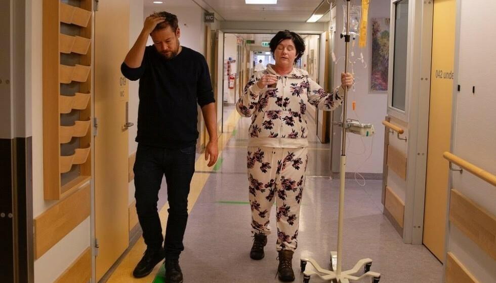<strong>FORANDRING:</strong> Christine Koht er nærmest ugjenkjennelig etter flere behandlinger med kortison. I juni viste hun fram sitt «nye» ansikt i et åpenhjertig intervju med Aftenposten. Her med podkast-makkeren Joachim Førsund. Foto: Privat