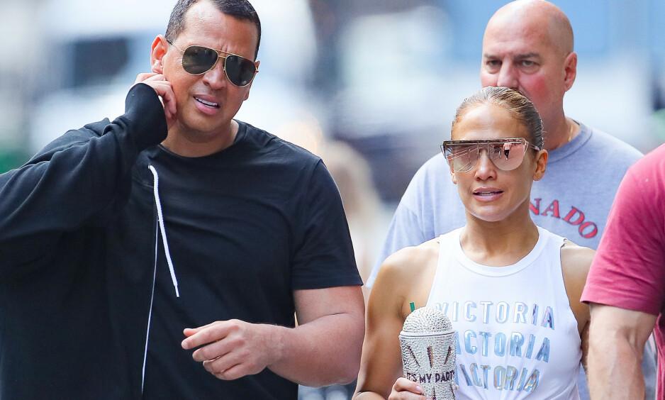 FORLOVET: Jennifer Lopez og Alex Rodriguez forlovet seg i mars. De gifter seg neste år. Her er paret sammen i New York i sommer. Foto: NTB Scanpix