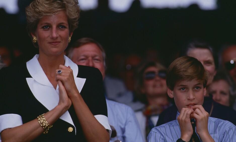 FLAU: Da det i 1996 dukket opp toppløsbilder av prinsesse Diana, ble det raskt et samtaleemne på skolen til eldstesønnen prins William. Her er de to avbildet sammen to år tidligere, på Wimbledon i London i 1994. Foto: NTB Scanpix