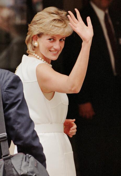 TOPPLØS: I 1996 ble prinsesse Diana avbildet toppløs under en ferietur til Spania. Det skapte uventede reaksjoner. Her avbildet under en tur til Chicago samme år. Foto: NTB Scanpix