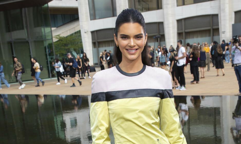 IKKE LENGER MØRKHÅRET: Kendall Jenner har farget håret. Dette bildet er tatt bare for noen dager siden. Foto: AP/NTB Scanpix