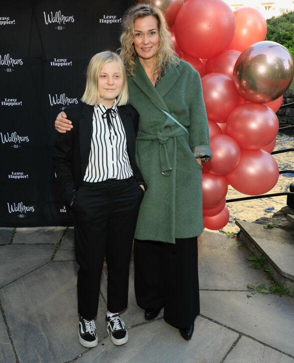MED DATTEREN: Skuespiller Line Verndal kom sammen med datteren Helle. Foto: Tor Lindseth/ Se og Hør