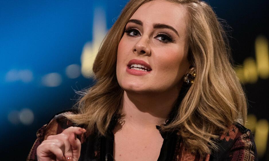 SKILLES: Adele har levert skillsmissepapirene et halvt år etter at bruddet med Simon Konecki ble bekreftet. Her er hun hos Skavlan i 2015. Foto: NTB Scanpix