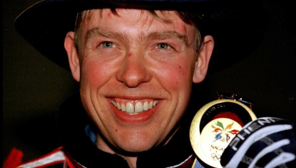 <strong>DET FØRSTE GULLET:</strong> Halvard Hanevold tok blant annet tre OL-gull i løpet av karrieren. Her avbildet i 1998. Foto: NTB Scanpix