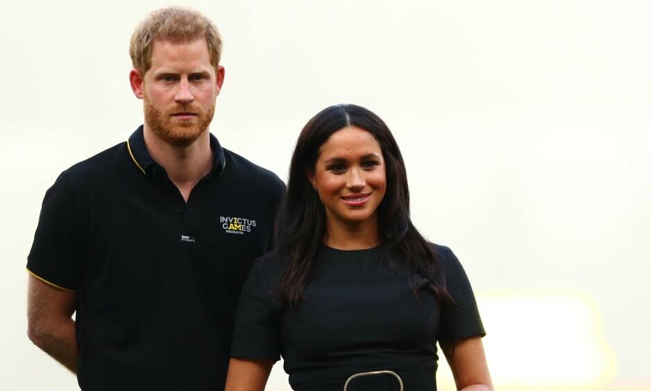 GJØR ENDRINGER: Etter sommerens flykritikk, har prins Harry og hertuginne Meghan besluttet at de vil benytte seg av rutefly på sin neste reise. Foto: NTB Scanpix