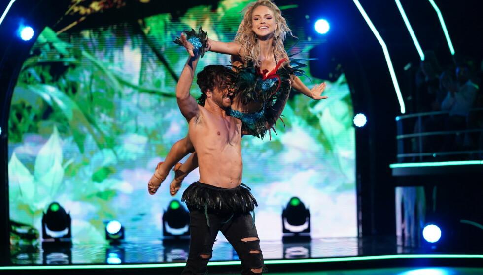 HER SKJER DET: Her får Mirenna skulderen ut av ledd. Foto: Espen Solli/ TV 2