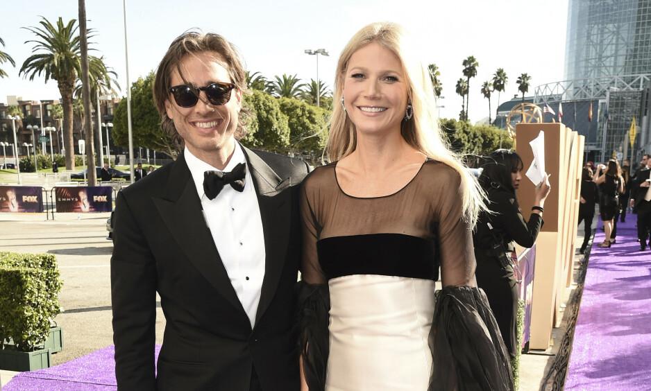 <strong>OVERRASKET:</strong> Gwyneth Paltrow og ektemannen Brad Falchuk dukket opp på den røde løperen sammen, for første gang som ektefeller. Foto: NTB Scanpix