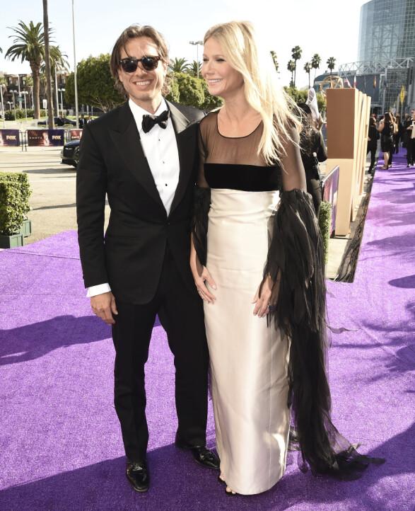 <strong>SUPERPAR:</strong> Ekteparet Brad Falchuk og Gwyneth Paltrow ankommer Primetime Emmy Awards i Los Angeles søndag lokal tid. Foto: NTB scanpix