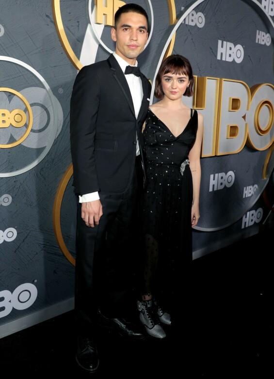 <strong>MED KJÆRESTEN:</strong> Maisie Williams med kjæresten Reuben Selby på HBOs Emmy-etterfest i Los Angeles. Foto: Chelsea Lauren/Shutterstock/ NTB scanpix