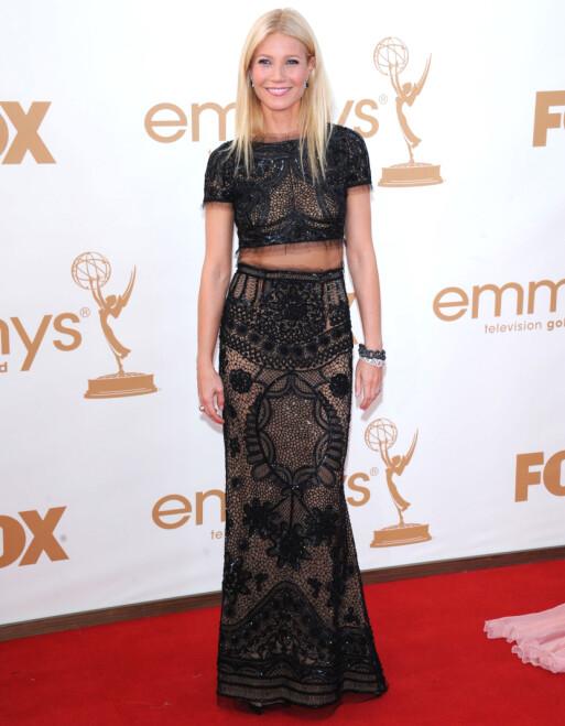 <strong>KOM ALENE:</strong> Gwyneth Paltrow poserte uten sin daværende ektemann, Chris Martin, på Emmy-løperen i 2011. Foto: Stewart Cook/REX/ NTB scanpix