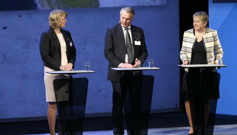 <strong>SENIOR:</strong> Ifølge Kapital er det fortsatt Gustav Witøze senior (i midten) som sitter på formuen i familien. Her er han fotografert på NHOs årskonferanse i 2015, med Frøya-ordfører Berit Flåmo og konsernsjef i SINTEF, Unni Steinsmo. Foto: NTB scanpix