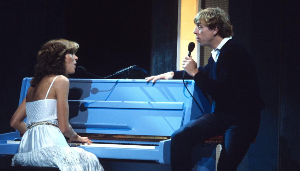 EUROVISION: Jahn Teigen har representert Norge i Eurovision Song Contest hele tre ganger. Her synger han ogAnita Skorgan låta «Adieu» i Paris i 1982. Foto: NTB Scanpix