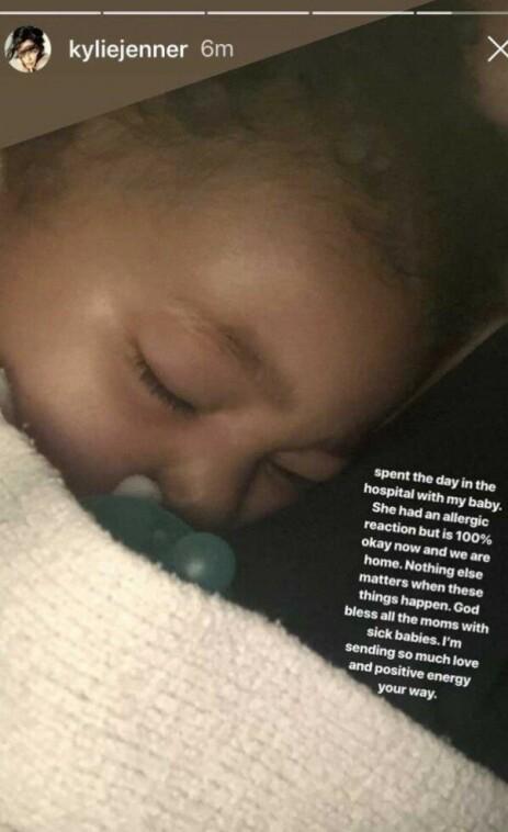 INNLAGT: Lille Stormi ble innlagt i hui og hast på grunn av en allergisk reaksjon. Foto: Kylie Jenner / Instagram