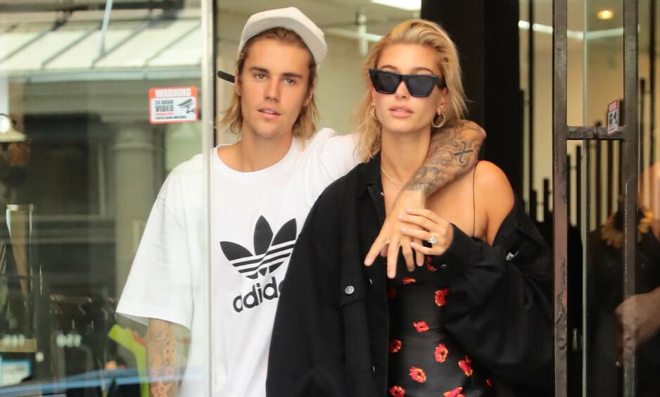 INTIM FEST: Søndag kveld samlet stjerneparet Justin og Hailey Bieber 36 av sine nærmeste familiemedlemmer og venner for en middagsfest før bryllupet. Foto: NTB Scanpix