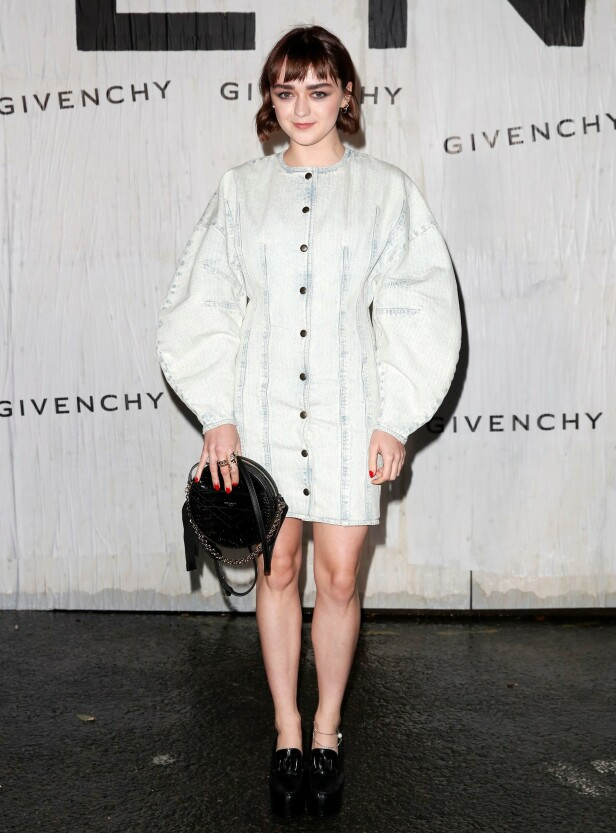 <strong>MAISIE WILLIAMS:</strong> «Game Of Thrones»-stjernen var å se på motevisningen til Givenchy i helgen. Foto: NTB Scanpix