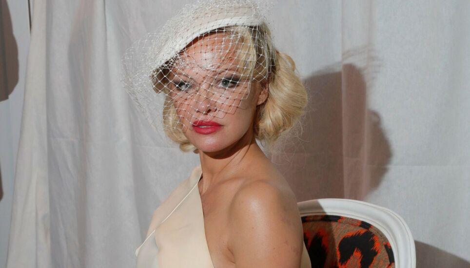 GIFT - IGJEN: «Baywatch»-ikonet Pamela Anderson har giftet seg for fjerde gang. Her avbildet under moteuken i Paris i september 2019. Foto: Shutterstock/ NTB