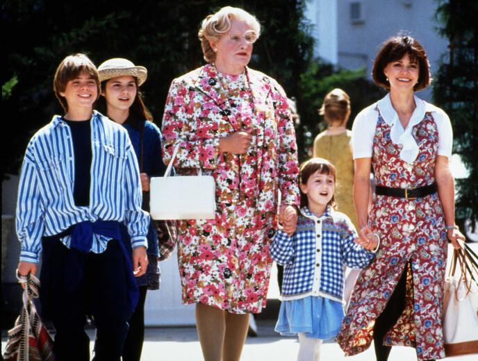 GJENNOMBRUDD: Mara Wilson (nummer to fra høyre) fikk sitt første store gjennombrudd gjennom «Mrs. Doubtfire» i 1994. Fra venstre: Matthew Lawrence, Lisa Jakub, Robin Williams, Mara Wilson og Sally Field. Foto: 20th Century Fox / Blue Wolf USA / NTB