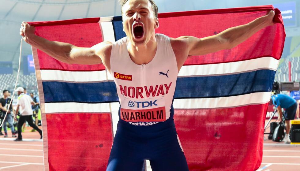 JUBEL: Karsten Warholm jublet for VM-gull etter finalen på 400 meter hekk under VM i friidrett 2019. Foto: NTB Scanpix