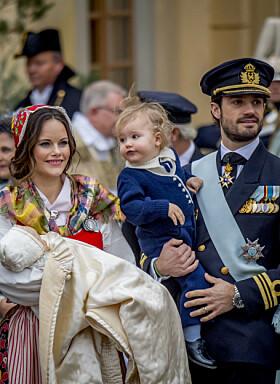 <strong>TO SØNNER:</strong> Prins Carl Philip og prinsesse Sofia med sønnene Alexander og Gabriel. Foto: NTB Scanpix