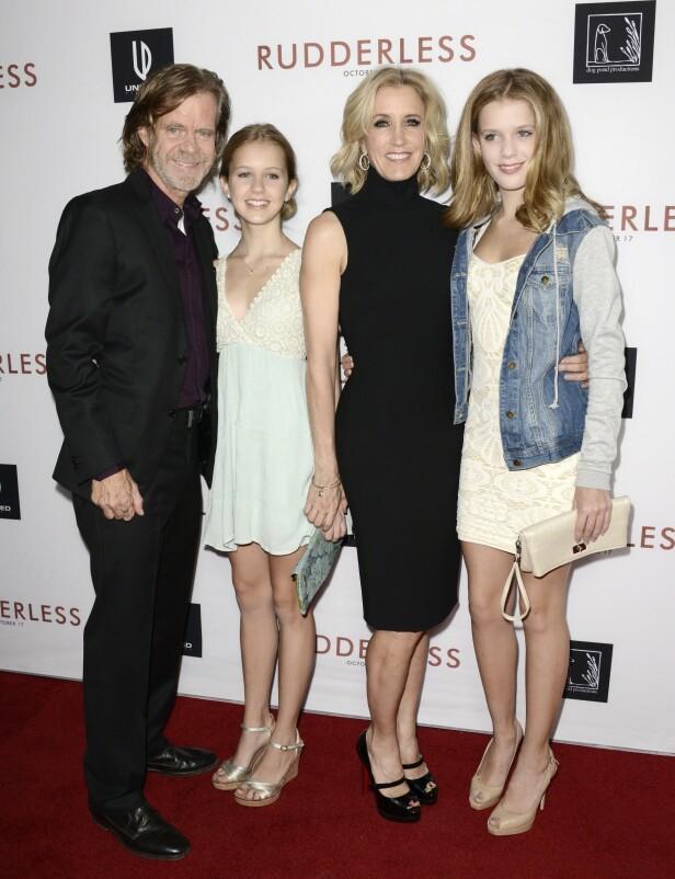 SAMLET: Her er William H. Macy avbildet sammen med datteren Grace Macy, kona Felicity Huffman og datteren Sophia Macy i 2014. Foto: NTB Scanpix