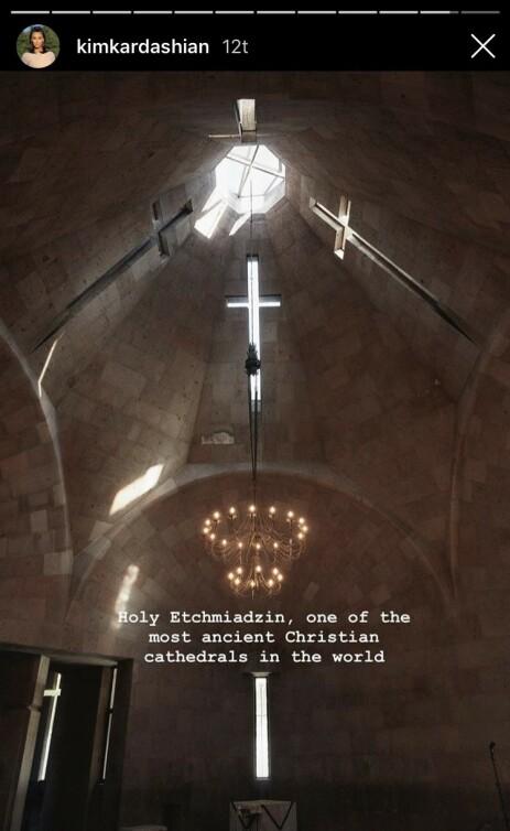 I KATEDRALEN: Kim delte dette bildet fra innsiden av katedralen. Foto: Skjermbilde, Kim Kardashian / Instagram