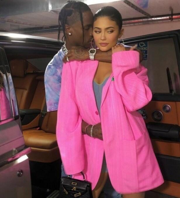 SÅ RØDT: Dette bildet av Kylie Jenner og Travis Scott skapte sterke reaksjoner hos fansen. Foto: Instagram / Kylie Jenner