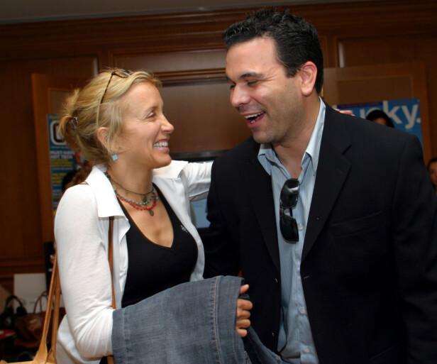 KOLLEAGER: Felicity Huffman og Ricardo Chavira spilte sammen i alle de åtte sesongene av «Frustrerte fruer». Her er de avbildet sammen i 2005. Foto: NTB Scanpix
