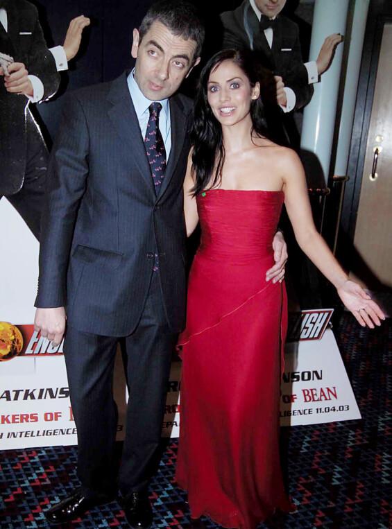STJERNE: På starten av 2000-tallet spilte Natalie Imbruglia i «Johnny English» sammen med blant andre Rowan Atkinson (t.v.). Her er de to sammen på filmpremieren i London i april 2003. Foto: Alan Davidson/ REX/ NTB scanpix