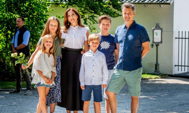 <strong>HELE HURVEN:</strong> Alle parets fire barn setter kursen mot Sveits neste år. Her er familien samlet i sommer. Foto: NTB Scanpix