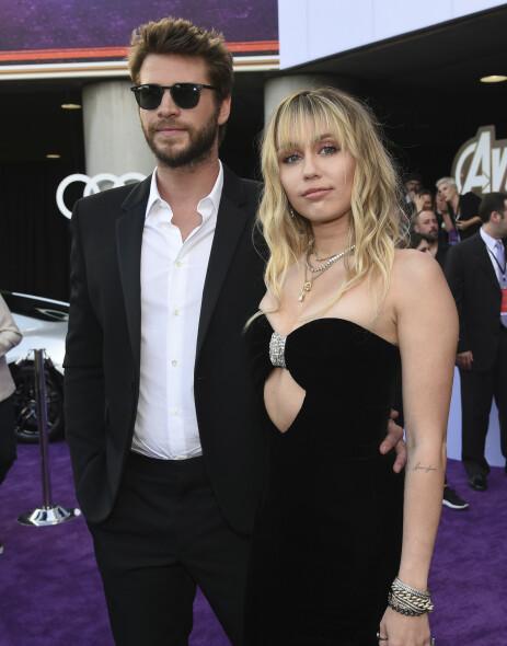 KOMMET SEG VIDERE: Liam Hemsworth skal være over Miley etter bruddet i august. Her er de avbildet sammen tidligere i år. Foto: NTB Scanpix